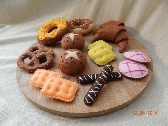 Felt bakery set. Felt pastry. Felt confectionery. Pretend bakery. Pretend sweets Shop. Felt play food. Gift for children. Age 3+  Bakery set includes 16 pieces: 2 donuts 2 croissants 2 buns 2 Salty pretzels 8 biscuits  Set of toys not intended for children younger than 3 years. Donuts, buns and pretzels embroidered with beads.  Size: Donuts - D 10 cm (3.9 inches) Croissants - H 10 cm (3.9 inches), W 7 cm (2.8  inches) Buns - D 6 cm (2.3  inches) Salty pretzels - H 7.5 cm (3  inches) W 5 cm…