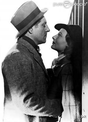 Quai des brumes, 1938, Jean Gabin et Michele Morgan - JG : T'as d'beaux yeux tu sais!? // MM : Embrasse-moi !