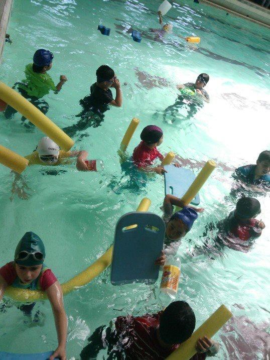 Curso de natación y socorro ya están en función este verano 2013, 20 sesiones instructor don carlos molina   fonos : 88407184 .