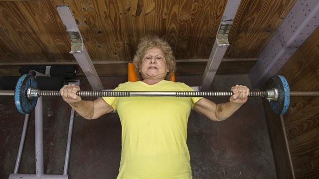 Margarita Olszak parece de 62, la edad que tenía cuando se consagró Campeona Nacional de Fuerza en Tirada de 55 kilos en Banco Plano; empezó a los 58 años y hasta los 72 siguió participando a nivel nacional e internacional. Por Irina Sternik lugar en el mundo de Margarita es el deporte. Es un personaje …