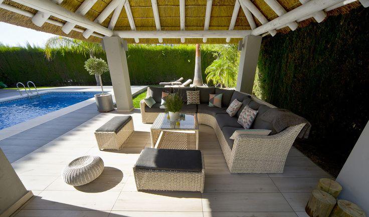 #vivienda #exterior #terraza #cerámica #terrace #tiles #deco #tropical #piscina #verano #interiorismo