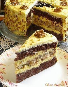 Acest Tort cu nuci, stafide si bezea este un regal. Dupa deserturile cu ciocolata, pe locul doi in preferintele noastre sunt cele cu nuca. Nu stiu daca pozele reusesc sa va transmita asta, d…