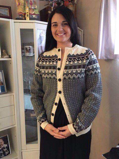 Retrokofte strikket som 30 årsgave til ei flott jente  Strkket i Daletta fra Dale.