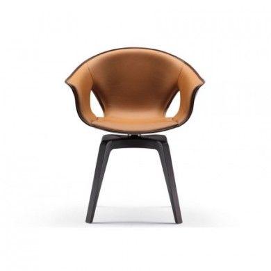 Fauteuil poltrona frau fixe ginger  La superficie externe de la coque du fauteuil est recouverte de cuir Pelle Frau® du Color System, dans un agréable contraste de matières et de couleurs. Le savant façonnage du cuir se reconnaît également à certains détails précieux, comme la piqûre qui court tout le long du périmètre extérieur, créant un élégant effet décoratif.  Designer :ROBERTO LAZZERONI Marque :POLTRONA FRAU Couleur :MARRON  #Jbonet #design #PoltronaFrau
