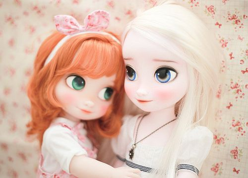 Such cute repaints of Elsa and Anna