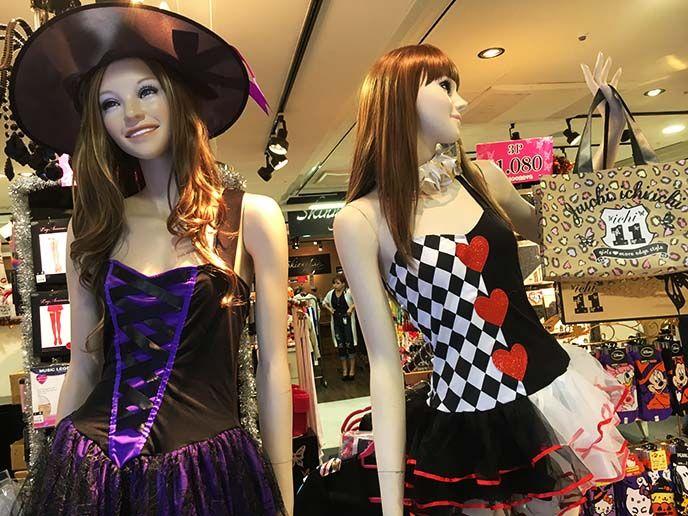 where buy halloween costumes tokyo, japan cosplay stores, tokyo costume rentals, halloween buy rent costumes, cosplay shops .http://www.lacarmina.com/blog/2016/10/tokyo-halloween-fashion-kawaii-shops-attitude-clothing/