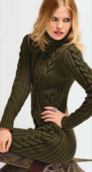 Оливковое платье с косами, вязанное спицами