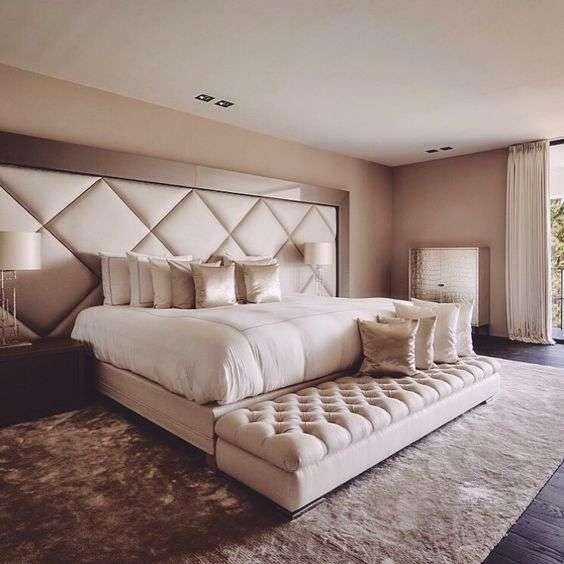 Idee per arredare la camera da letto con il color champagne - Testiera letto champagne