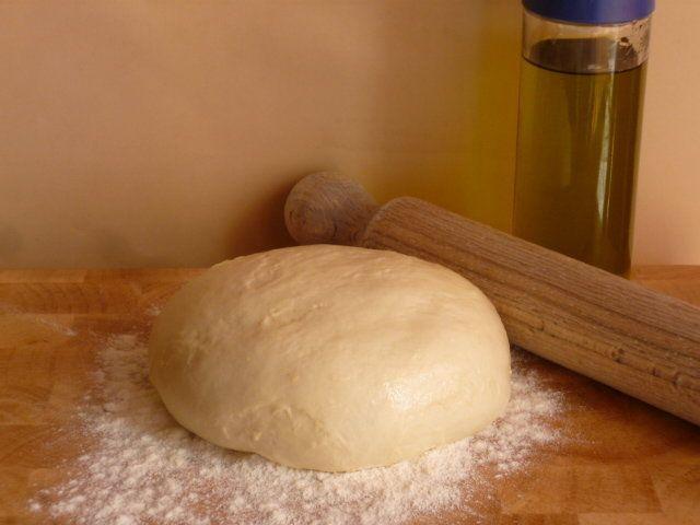 la pasta strudel, ricetta base, è la base per torte salate, dolci, facile e veloce, ideale per le basi di piccola pasticceria e preparazioni da buffet