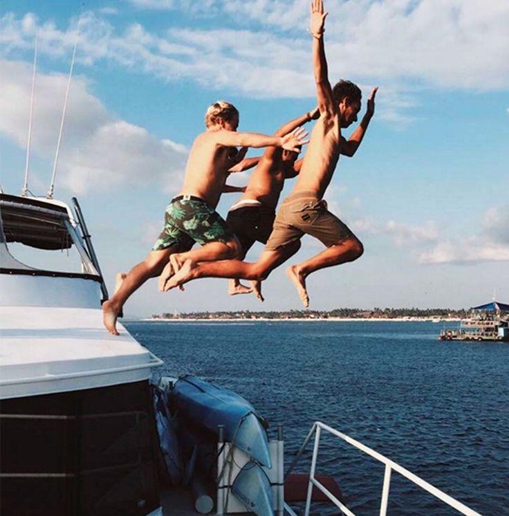Yeah boys ✔️ @insight51 @pulauluxurycharters #haruku. Courtesy of @zak_henry in #Instagram. #pulauluxurycharters #swim #boating #funinthesun #insight51