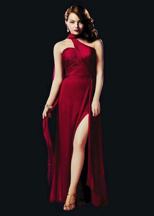 Emma Stone en un sensual vestido rojo!