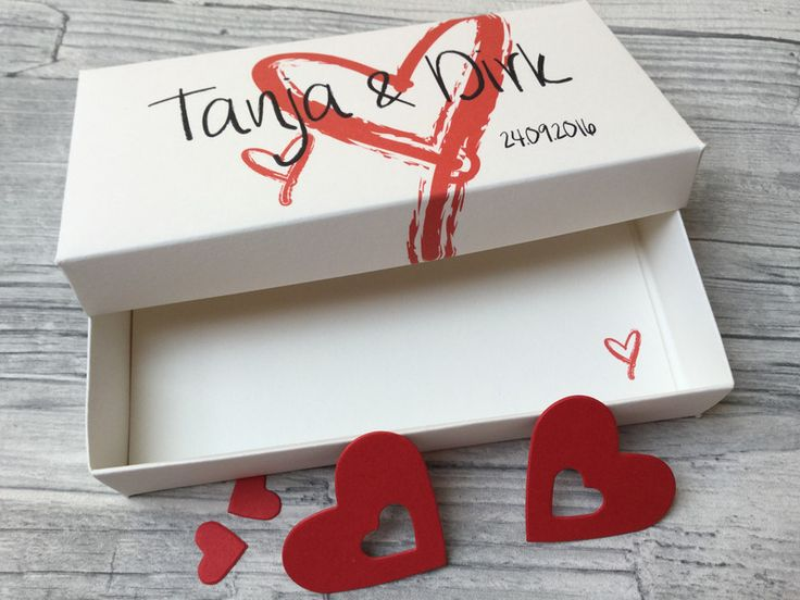 Willst Du zur Hochzeit Geld verschenken und suchst nach einer schönen und vor allem persönlichen Verpackung? Dann ist diese schöne Box genau das richtige Geschenk.  Die Box ist mit den Namen des...