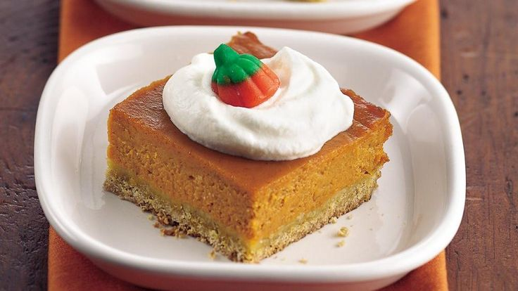Need to take dessert to a fall potluck? This pumpkin pie made in a pan feeds a crowd.