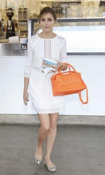 "Look Inspiração "" Olivia Palermo "" - Must Be | Moda It Vestido Renda Branco + Bolsa Laranja + Sapatilha Prata"