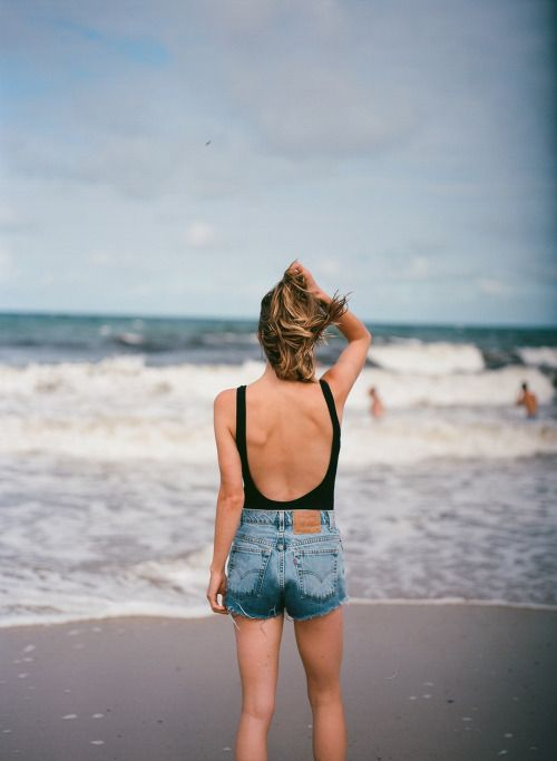 Such a great and basic summer look. Find an open back top just like this one here: http://asos.do/pDpob4