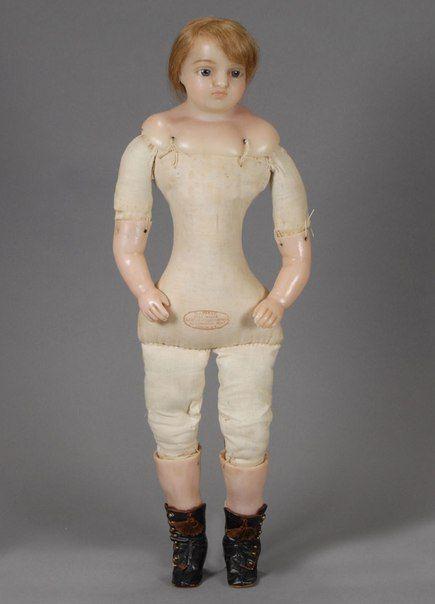 Нашла паблик в контакте старинные игрушки . Любопытно отслеживать отражение моды определенного периода в куклах. Деревянные куклы, конец 18 начало 19 века Деревянная кукла Южная Франция Конец 18-начало 19 века Прекрасная неаполитанка из аристократической семьи Италия Начало 19 века Пенелопа и ее…