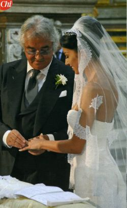 I love everything shes wearing including the veil! Elisabetta Gregoraci