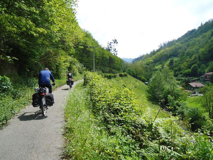 Senda Verde en el Valle de Santa Bárbara (Asturias) May.2009 - Ciclovagabundos