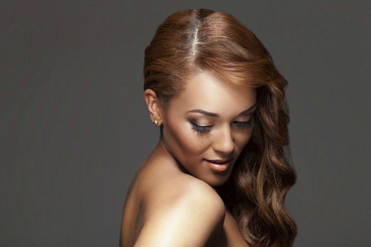 What is in singer Leanne Dlamini's makeup kit?