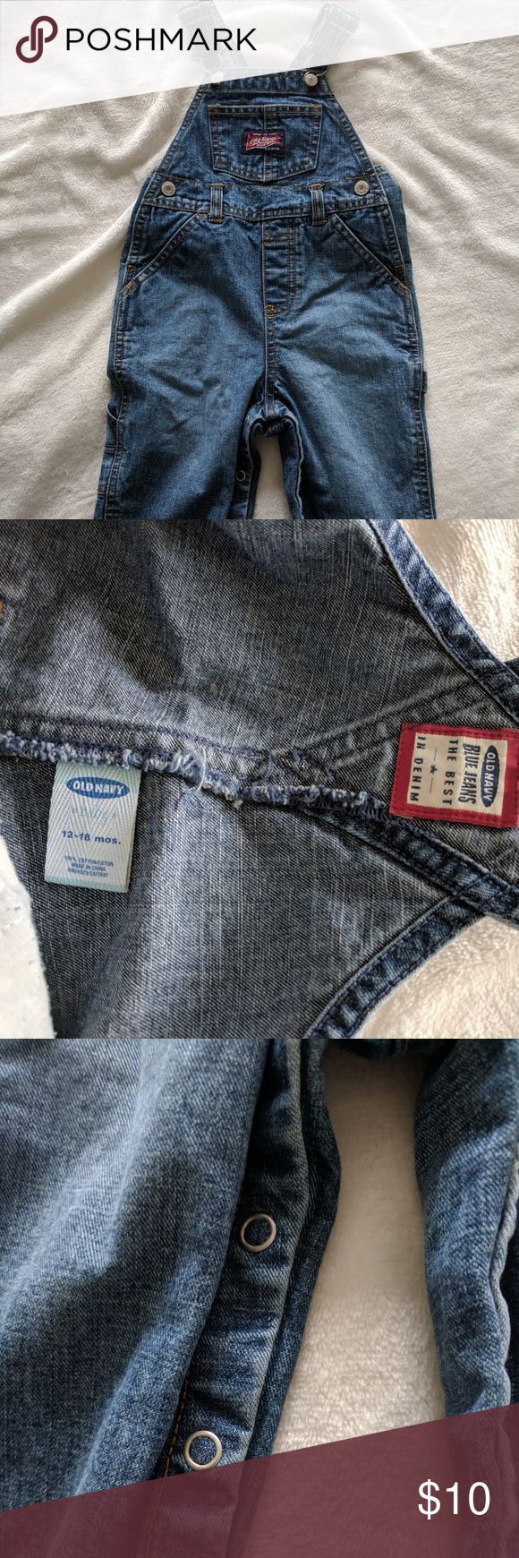 Old Navy Jean Overalls size 12-18 mos Old Navy jean overalls with snaps down the inside of the legs.   Brand: Old Navy Size: 12-18 months Color: Jean Previously loved.   Bundle Discounts and reasonable offers accepted, just ask..  Thank you for browsing! Old Navy Bottoms Overalls