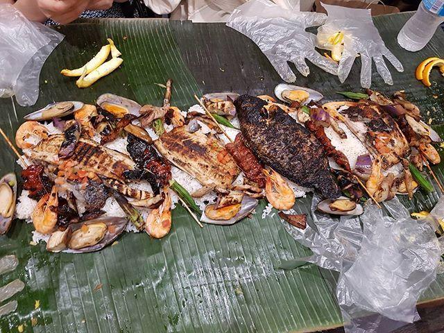 All dem goodies for $15 each🍴 . . . . . . . . . . #foodie #food #instafood #foodstagram #filipinofood #seafood #skewers #feast #chicken #pork #フィリピン料理 #うまい #安い #海産物 #肉 #おいしい #チキン #필리핀음식 #먹스타그램 #맛스타그램 #고기스타그램