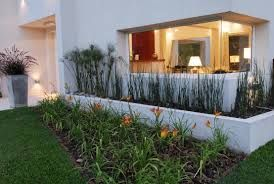 Resultado de imagen para jardines con canteros