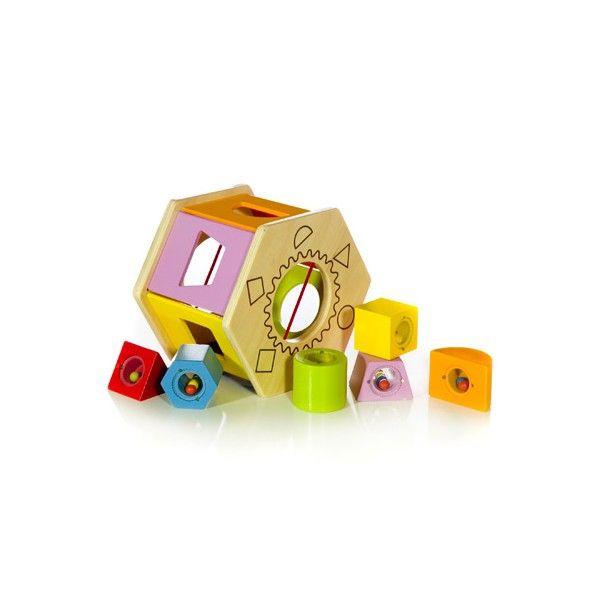 Realizato in legno colorato con vernici ad acqua, i blocchi in diverse forme e colori hanno al loro interno delle piccole biglie che aggiungono maggiore divertimento a questo gioco multiattività.Età 12mesi