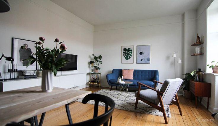 The Monstera plant print in Ditteblog's living room with a  Nordic twist. Beautiful !   En verden af vintage hos bloggeren @ditteblog - billede 3