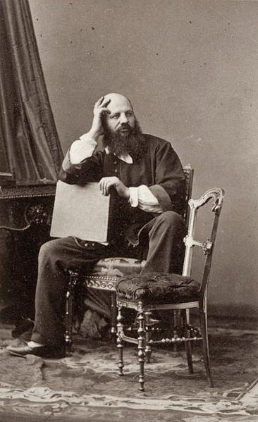 André Disdéri (1819 - 1889) was een Frans fotograaf en uitvinder. Disdéri had in 1854 de carte de visite uitgevonden. Cartes de visites waren een soort kartonnen visitekaartjes, waarop een foto, meestal een portret, werd afgedrukt. Ze waren vooral bestemd voor privégebruik. Disdéri staat ook bekend als uitvinder van de tweeogige spiegelreflexcamera (TLR) en van de mozaïekfoto, waarop meerdere foto's konden worden samengevoegd op één afdruk.