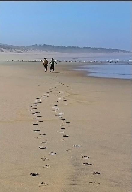 wandelen langs het strand.......
