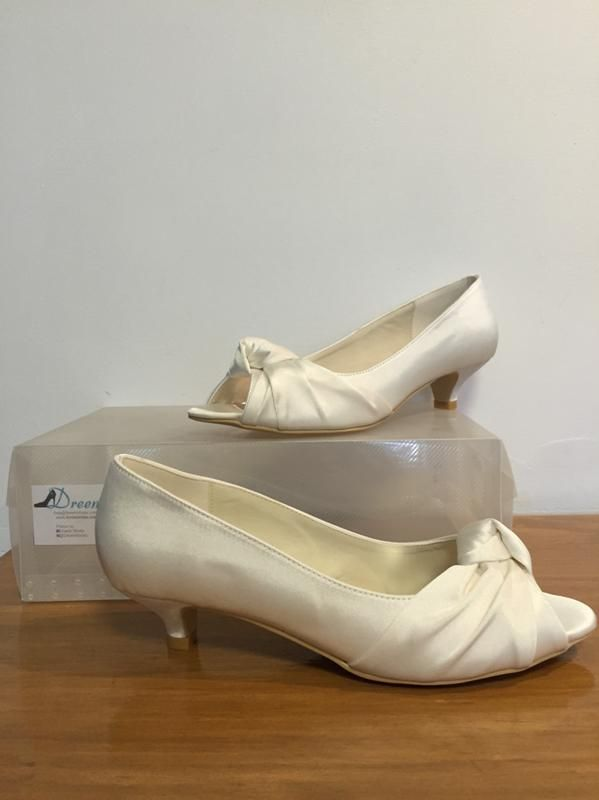 Made to order model 27 Shown in Ivory satin 4.5cm heel Size 3-11 $99 (with free postage) THESE ARE PART OF OUR CUSTOM ORDER RANGE- 26 COLOUR & FABRIC COMBINATIONS WITH 7 HEEL HEIGHTS www.dreemshoes.com