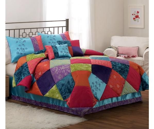 Kashmere Gem is a patchwork of bright jacquard woven cloth that screams color!  If you like color and cool woven fabric designs, this is the pattern to complete your bedroom!