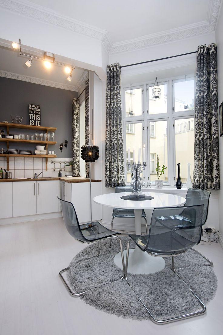 Et spennende kjøkken som har blandet moderne og klassisk stil.