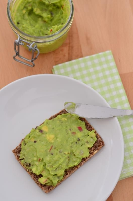 Veganer Avocado-Apfel-Zwiebel-Aufstrich