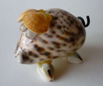 http://fmlkunst.home.xs4all.nl/varkenscollectie4/varkens4.htm - schelpen varkentje TE KOOP voor 4,98 euro