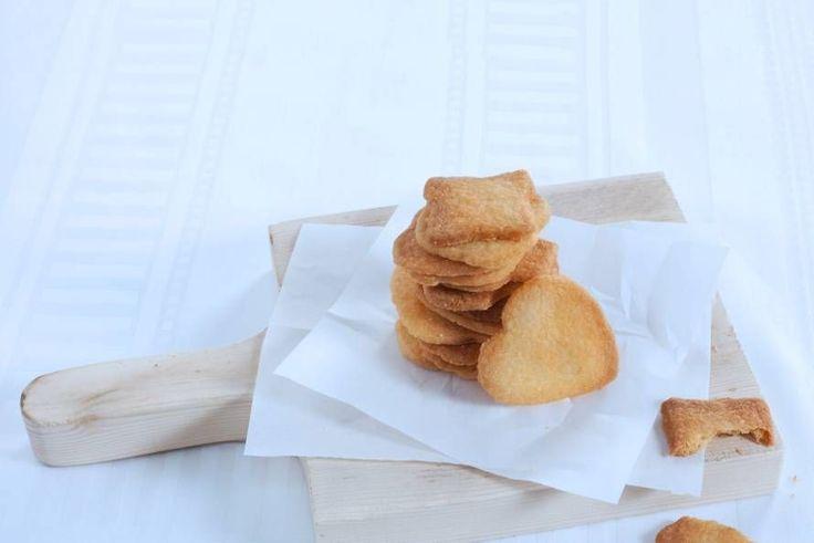Het deeg is van deze zandkoekjes is zo gemaakt, daarna aan de slag met uitsteekvormpjes - Recept - Allerhande