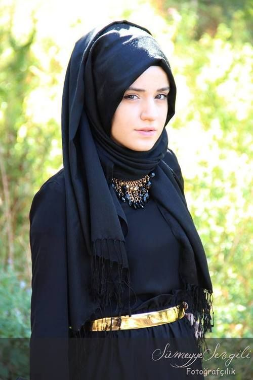 Black and gold hijab ;she resembles Emma Watson !