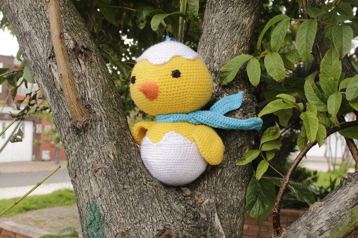 """Este enanito fue un encargo muy bonito de realizar. No lo hizo una persona muy linda que quería recibir a su bebé con este pollito. Diseñamos este """"Pollo aviador"""", esperamos que les guste!!"""
