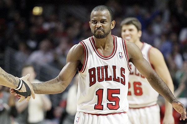 El base reserva John Lucas III surgió como la gran sorpresa de la jornada de la NBA al ser el jugador que dirigió el ataque de los Bulls de Chicago e hizo que los seguidores no notasen la ausencia de Derrick Rose, la estrella del equipo, que fue baja por lesión. Ver más en: http://www.elpopular.com.ec/47055-lucas-iii-hizo-de-rose-bryant-fue-el-salvador-parker-y-garnett-lideres.html?preview=true
