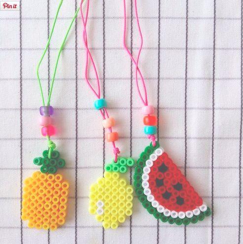 Kijk wat ik gevonden heb op Freubelweb.nl: fruithangers gemaakt van strijkkralen #gratis #patroon  http://www.freubelweb.nl/freubel-zelf/ananas-citroen-meloen/