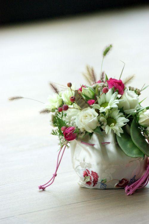 Bouquet for Hanbok #hanbok #bokjumeoni #hanbokbouquet #seoulwedding #복주머니 #플라워클래스 #프렌치스타일 #플라워스쿨 #花束 #꽃놀이 #꽃스타그램 #flowerstagram #취미꽃꽂이 #꽃배우기 #花 #ブーケ #frenchflorist #꽃