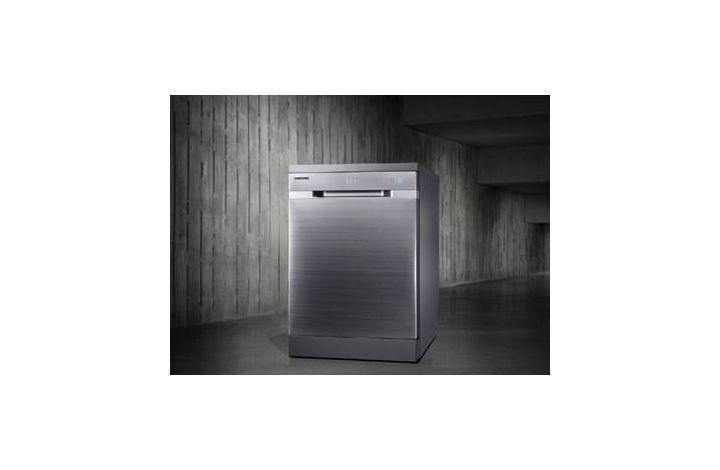 Cette nouvelle collection constitue la 1ère innovation majeure sur le marché du lave-vaisselle grâce à une technologie de lavage linéaire pour une efficacité dans les moindres recoins. Elle est dotée d'une finition premium pour une touche design et une intégration parfaite dans les cuisines les plus déco.