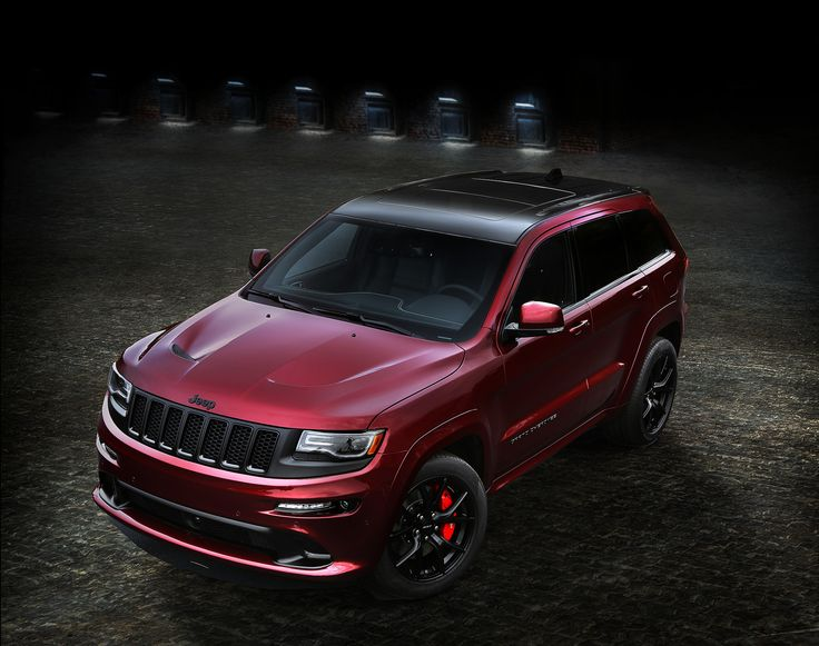 2016 Jeep® Grand Cherokee SRT Night features Gloss Black roof, front grille bezels, B and C pillars and side window surrounds