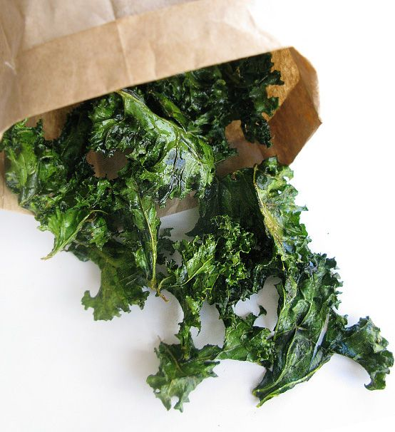 Kale chips: Potatoes Chips, Snacks Recipes, Low Carb, Kalechip, Lowcarb Snacks, Kale Chips Recipes, Olives Oil, Eating, Salts