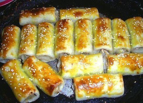 Рецепт приготовления быстрых закусочных трубочек. Часто остается вареное куриное мясо. В этом рецепте мяса много не надо- хватило недоеденных остатков от половинки курочки