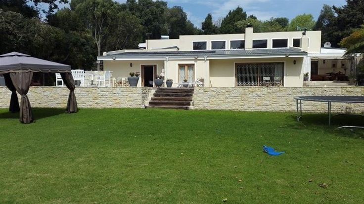 Constantia Comfort - Constantia Comfort is a spacious family house that can comfortably sleep eight people. The house is ideally located half-way between Cape Town city centre and the Cape Peninsula. The house comprises four ... #weekendgetaways #constantia #southafrica