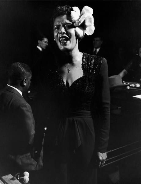 Image de Billie Holiday — Billie Holiday performing in Esquire Jam Session at Metropolitan Opera House. Photographer: Gjon Mili