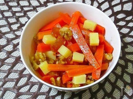 モロッコの前菜の小皿料理を、参考に、美容や健康に良い胡桃・ソフトドライ杏も加え、コンテチーズと共に、仕上げました♪