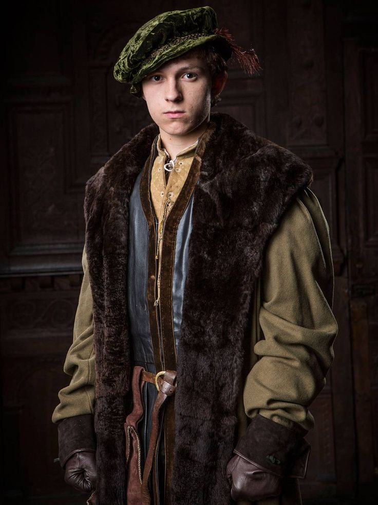 Tom Holland as Gregory Cromwell in Wolf Hall 15th century, 16th century. Doublet, Cape, Capelet, Romeo,  revels, faire, Elizabethan, Tudor, Renaissance