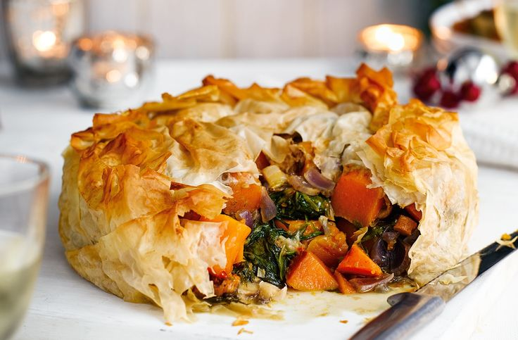 An impressive pie packed with rich, hearty flavours – an excellent vegetarian Christmas main. Visit Tesco Real Food for more vegetarian Christmas recipes.